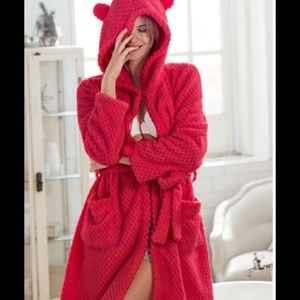 ❤️ Victoria's Secret Red Plush Robe ❤️